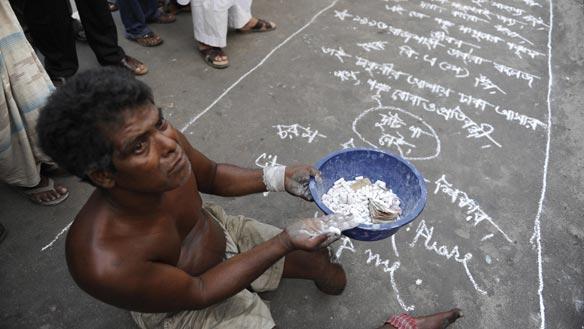 584_bangladesh-beggars-get-030521